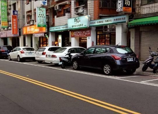 禁止停车的地方,人坐在车内算不算违章?