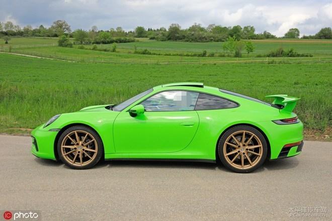 全新一代911 Turbo谍照