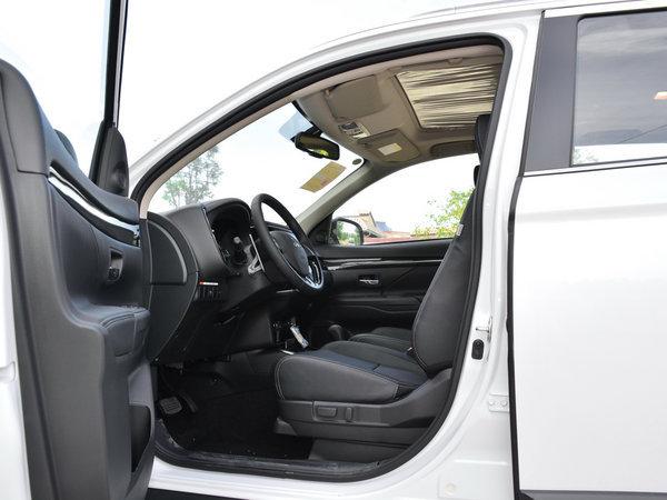 广汽三菱  2.4L 四驱精英版 前排空间