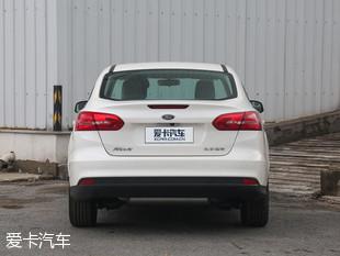 长安福特2017款新福克斯三厢